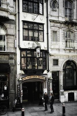 Photograph - London England- Ye Olde Cock Tavern by Russell Mancuso