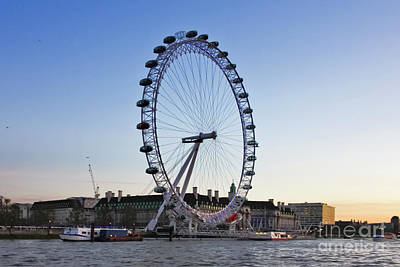 Photograph - London Eye Sunset by Terri Waters