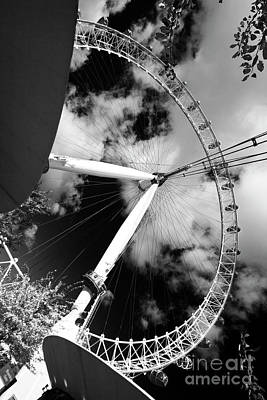 London Ferris Wheel Bw Art Print