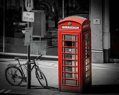 Photograph - London Red Telephone Booth by Joe Myeress