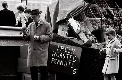 Pigeon Photograph - London 's Peanuts  (film) by Didier Guibert