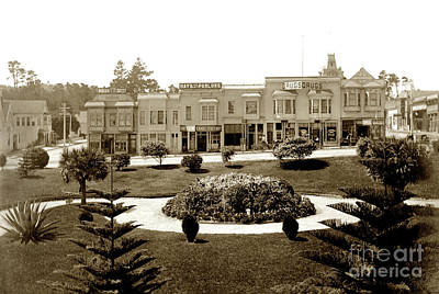 Photograph - Looking Across Garden Of El Carmelo Hotel Towards Shops Between  by California Views Mr Pat Hathaway Archives