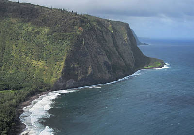 Photograph - Looking Down On Waipio Valley by Pamela Walton