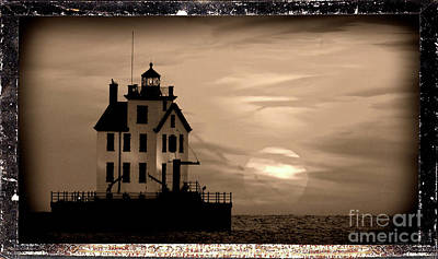 Lorain Lighthouse - Lake Erie - Lorain Ohio Art Print