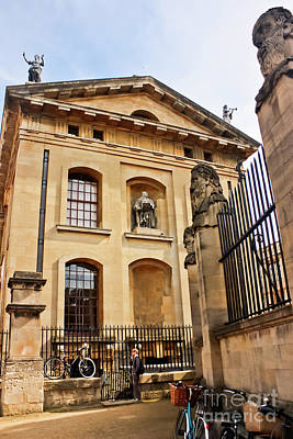 Photograph - Lord Clarendon's Statue, Clarendon Building, Oxford by Terri Waters