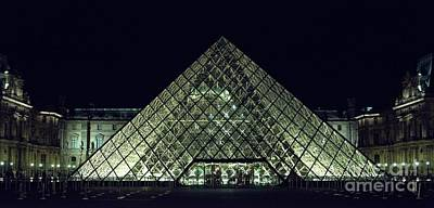 Photograph - Lourve De Noche by Lilliana Mendez