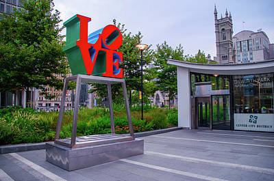 Photograph - Love At Dilworth Plaza - Philadelphia by Bill Cannon