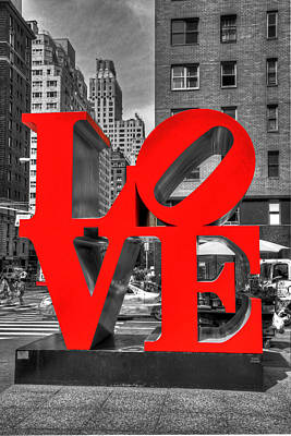 Photograph - Love In The Big Apple # 4 by Allen Beatty