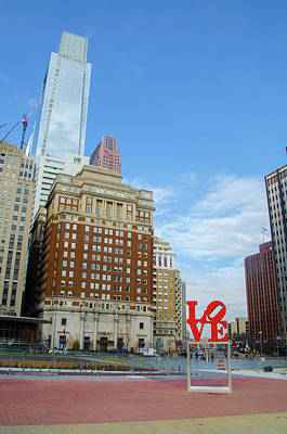 Photograph - Love In The City Of Brotherly Love by Bill Cannon