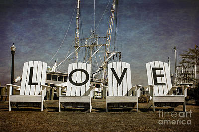 Location Art Photograph - Love In The Park by Tom Gari Gallery-Three-Photography