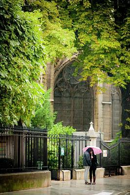 Photograph - Love In The Rain At Notre Dame by Roberta Kayne