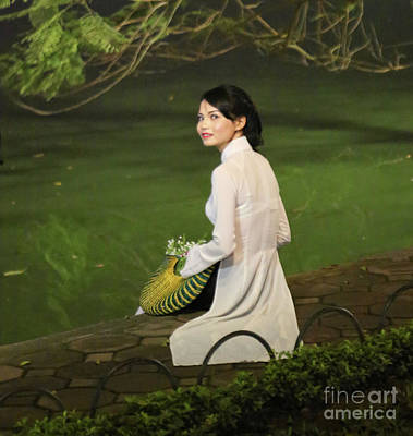 Kiem Photograph - Lovely Vietnamese Woman  by Chuck Kuhn