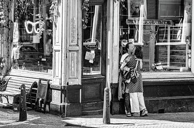 Street Photograph - Lovers At The Shop Window by Paul Donohoe