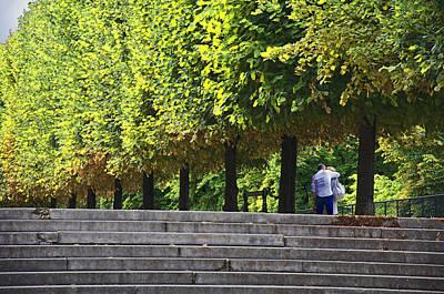 Lovers In The Tuileries Art Print