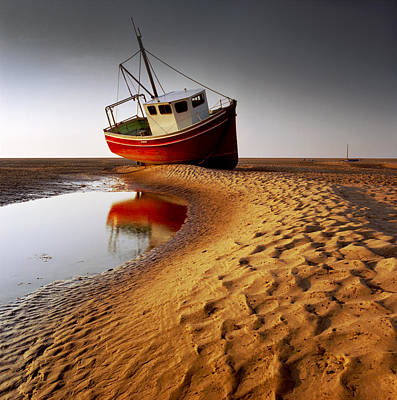 Red Photograph - Low Tide by Peter OReilly