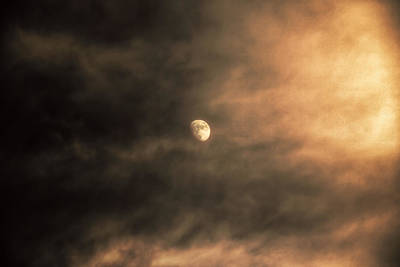Astro Photograph - Luna by Hsin Liu