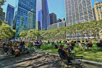 Lunchtime In Bryant Park # 2 Art Print