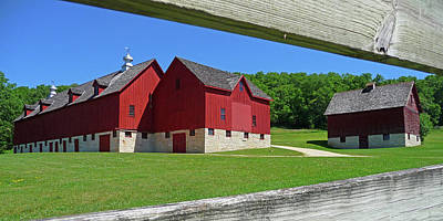 Photograph - Luther College Barn by Dan Myers