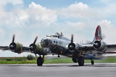 B-17 Photograph - Madras Maiden B-17 by Peter Chilelli
