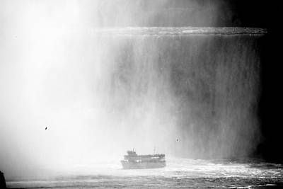 Photograph - Maid Of The Mist 1 by Andrew Fare