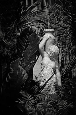 Figure Photograph - Maiden Water Bearer by Tom Mc Nemar