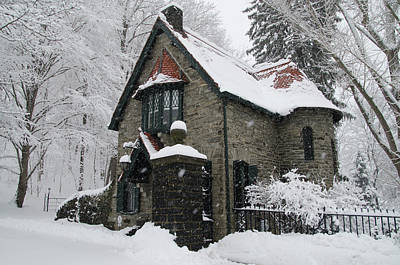 Mainline Gatehouse In The Snow Art Print by Bill Cannon
