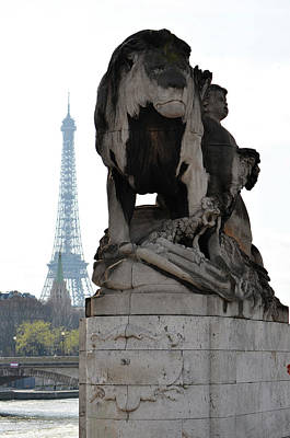 Photograph - Majestic Lion Statue Near Pont Alexandre IIi With Eiffel Tower Background Paris France by Shawn O'Brien