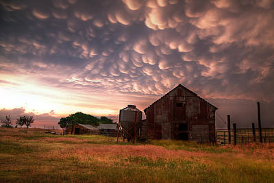 Prairie Storm Photograph - Mammatus Kansas by Thomas Zimmerman