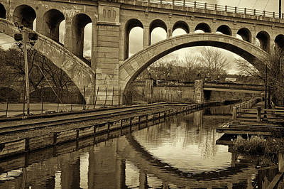 Manayunk Photograph - Manayunk Bridge Reflection by Jack Paolini