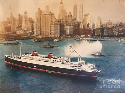 Liner Mixed Media - Manhattan Maiden Arrival  by Russell Parmerter