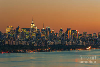 Photograph - Manhattan Twilight I by Clarence Holmes