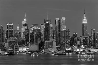 Photograph - Manhattan Twilight Iv by Clarence Holmes