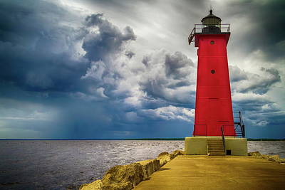 Photograph - Manistique East Breakwater Light by Chuck De La Rosa