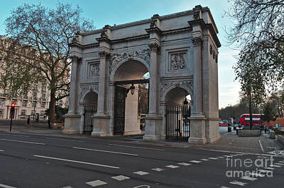 Photograph - Marble Arch In London by Angelo DeVal
