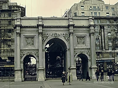 Photograph - Marble Arch London by Benny Marty