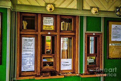 Photograph - Marefred Station Interior by Rick Bragan