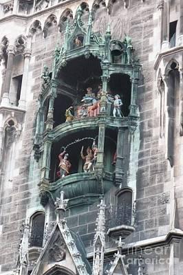 Photograph - Marienplatz Glockenspiel by Carol Groenen