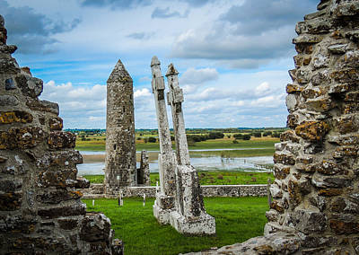 Photograph - Mccarthy's Tower At Ireland's Clonmacnoise by James Truett