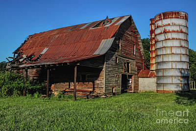 Photograph - Mclaughlin Barn by Randy Rogers