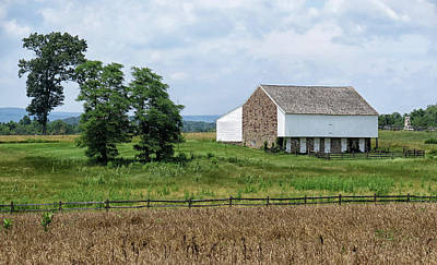 Photograph - Mcpherson Barn At Gettysburg by Dave Mills