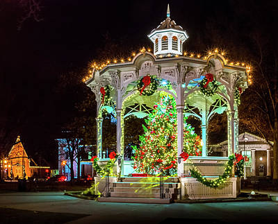 Photograph - Medina, Ohio Christmas On The Square. by Richard Kopchock
