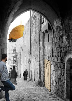 Photograph - Meeting Eyes by Munir Alawi