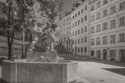 Photograph - Memorial Fountain by Roberto Pagani