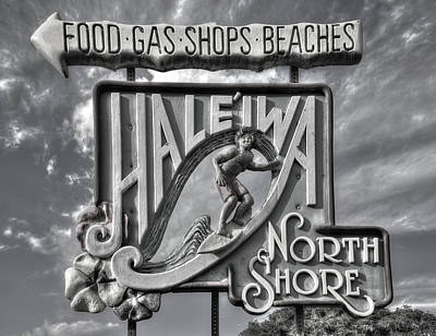 Photograph - Memories This Way B W Haleiwa Sign North Shore Hawaii Collection Art by Reid Callaway