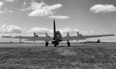 B-17 Wall Art - Photograph - Memphis Belle Bw by Peter Chilelli