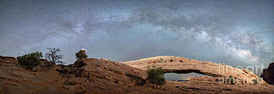 Photograph - Mesa Arch Milky Way by Robert Loe