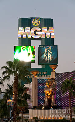 Metro The Mgm Lion Art Print by Andy Smy