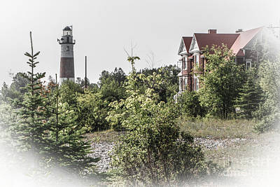 Photograph - Middle Island Lighthouse And Keeper's Lodge by Grace Grogan