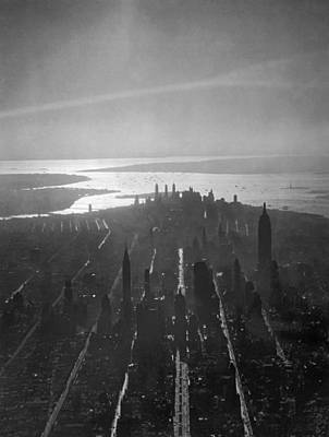New York Harbor Photograph - Midtown Manhattan At Dusk by Underwood Archives