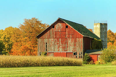 Photograph - Midwest Barn In Fall by Joni Eskridge